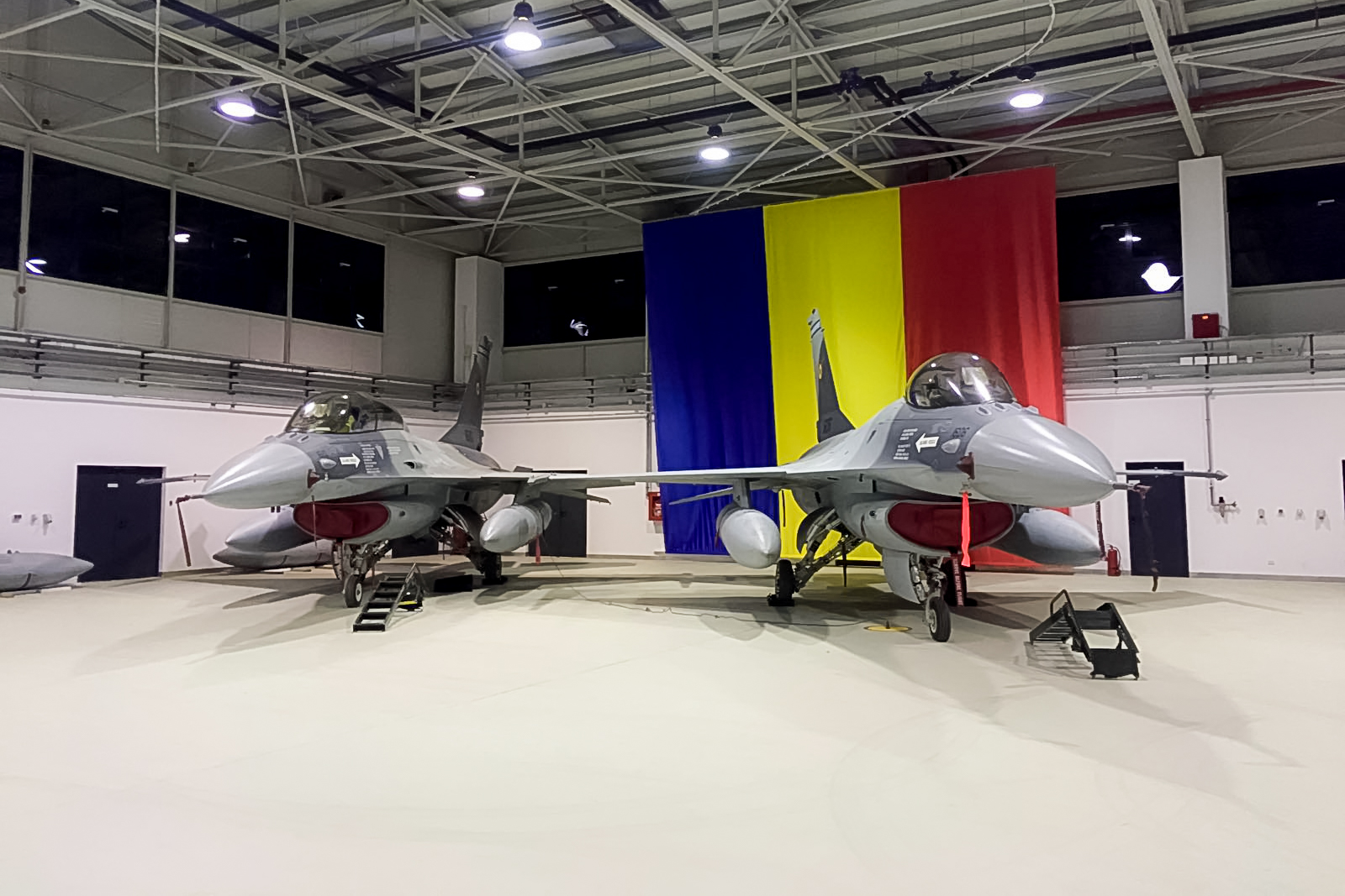 România a cerut sprijin de la SUA pentru a cumpăra 36 de avioane F-16 Fighting Falcon