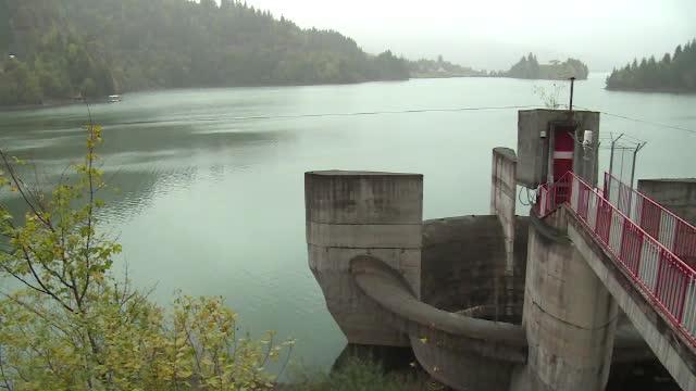 Risc de dezastru. Un baraj s-ar putea rupe, iar autoritățile vor să golească un lac