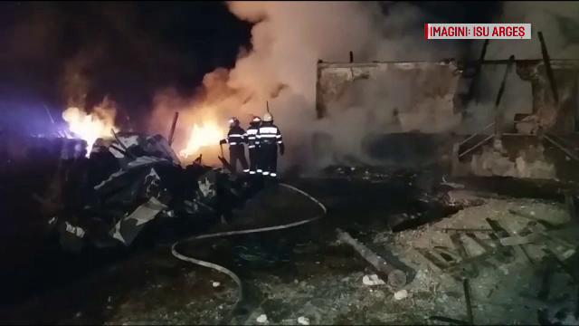 Trei case distruse de flăcări, într-o singură noapte, într-o localitate din Argeș