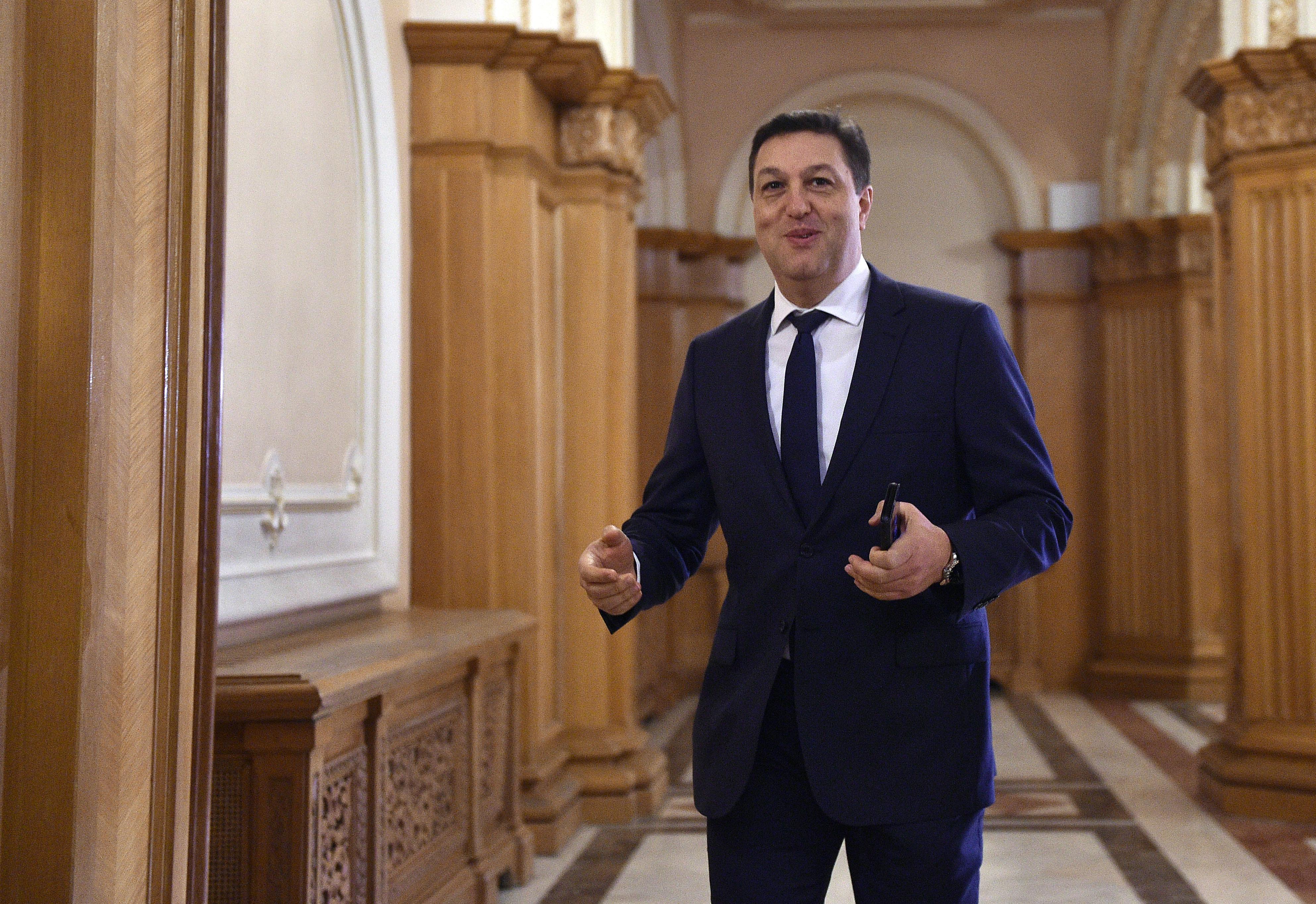 """Șerban Nicolae: """"Corupţii nu violează, corupţii nu aşteaptă tinerele la lift"""""""