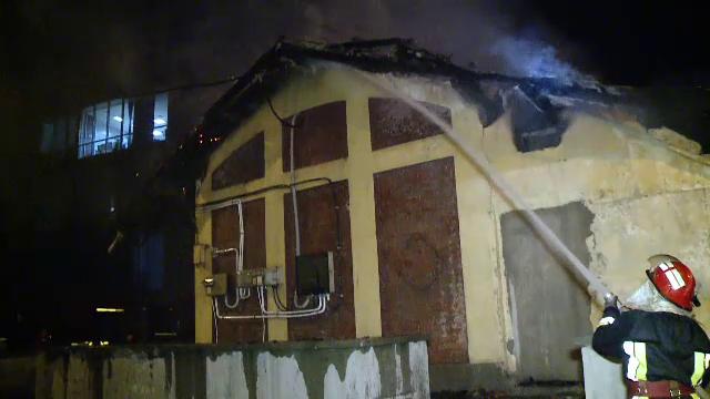 Centru comercial din Craiova, cuprins de flăcări. Ce spun martorii