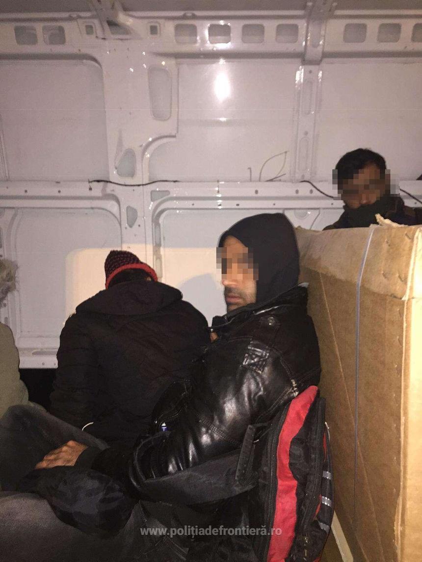 15 cetăţeni irakieni ascunşi într-o dubă, descoperiți la frontieră. Ce traseu aveau. VIDEO