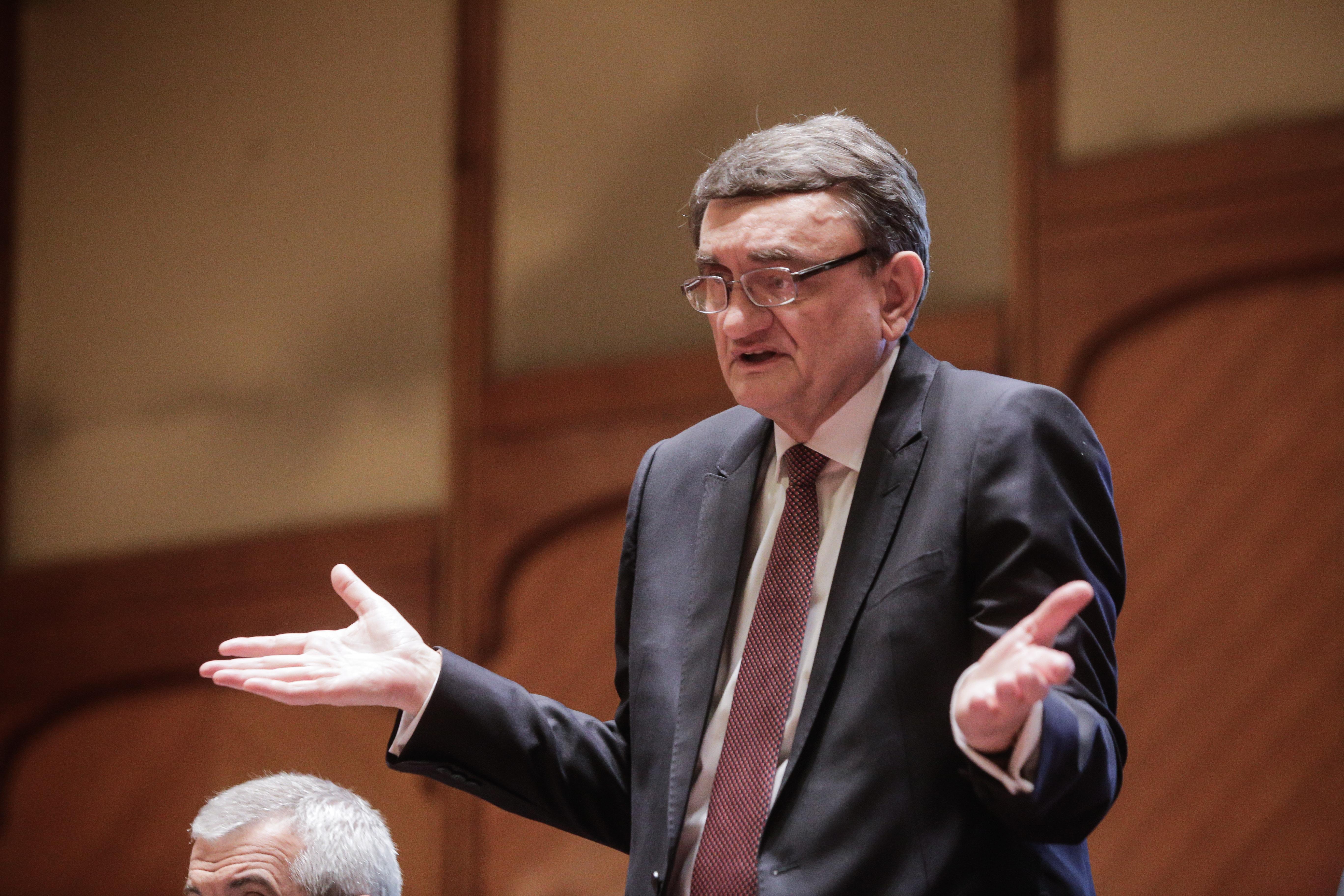 Victor Ciorbea a anunțat oficial Parlamentul că nu mai este Avocat al Poporului