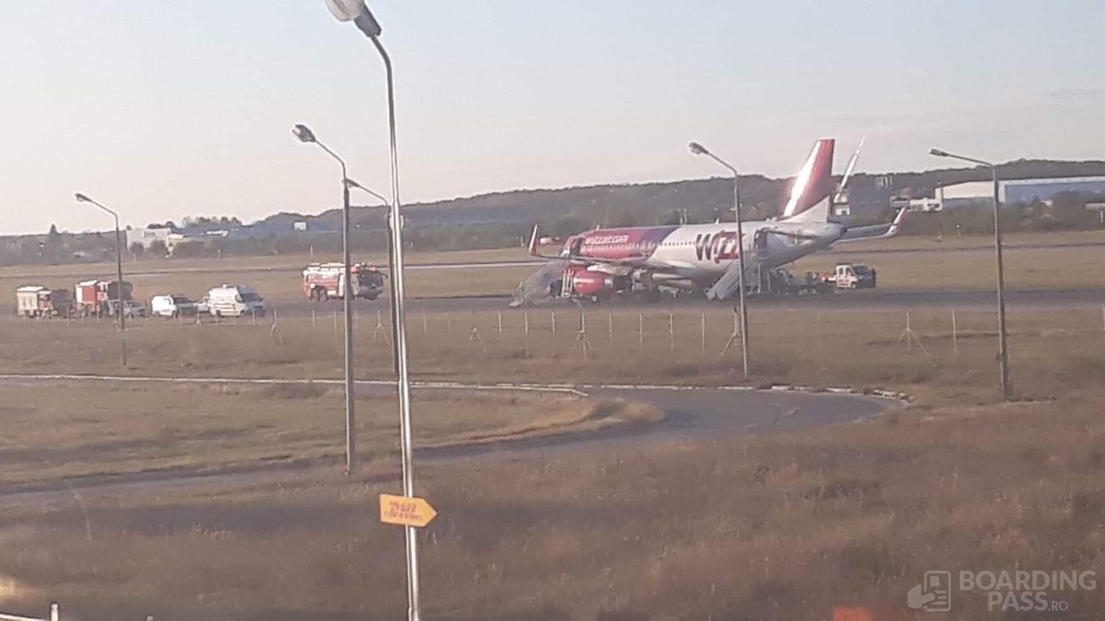 Alertă cu bombă pe Otopeni. Un avion Wizz Air a aterizat de urgență. Reacția companiei