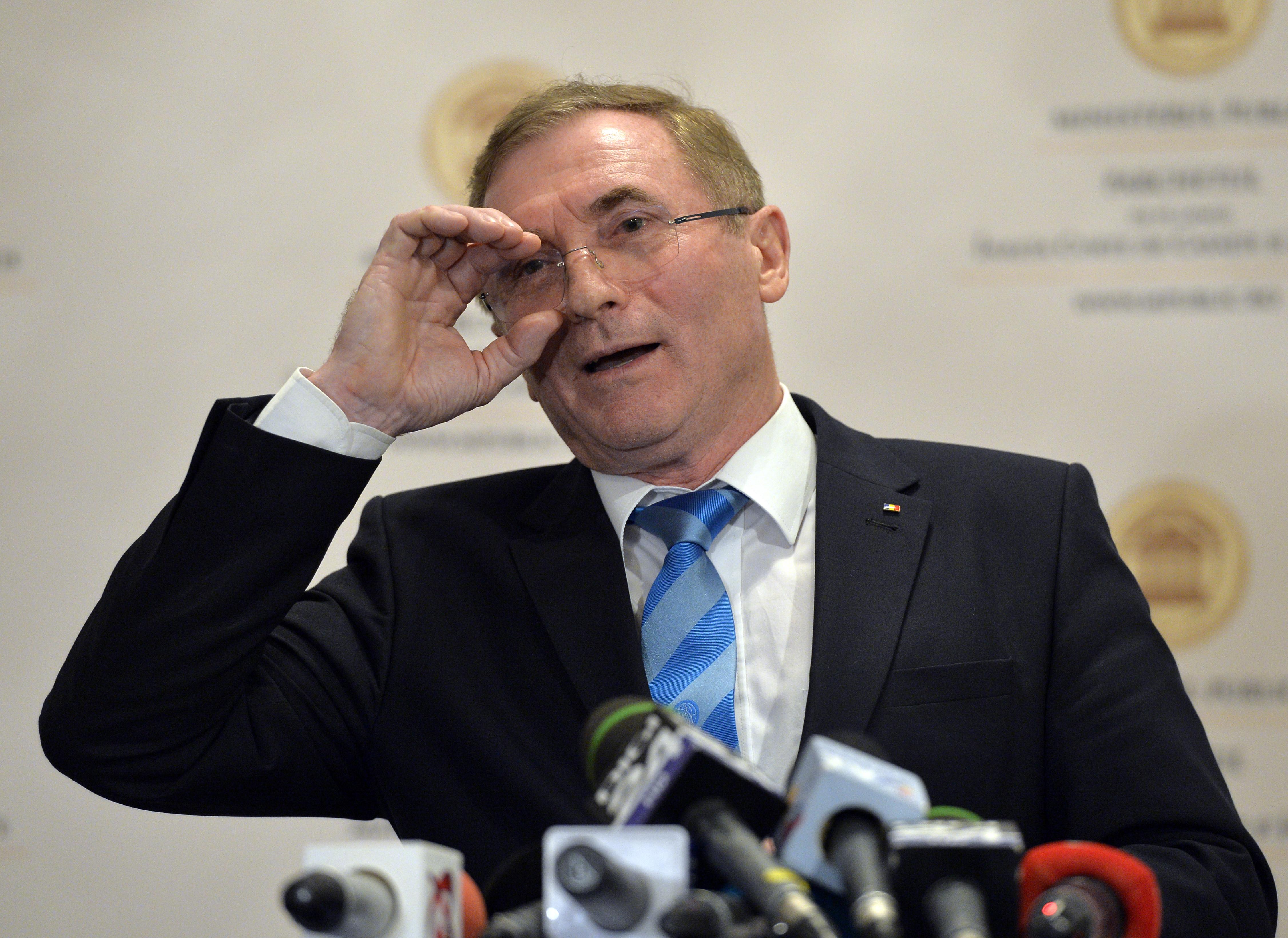 Procesul iniţiat de Lazăr pentru suspendarea procedurii de revocare se mută la București