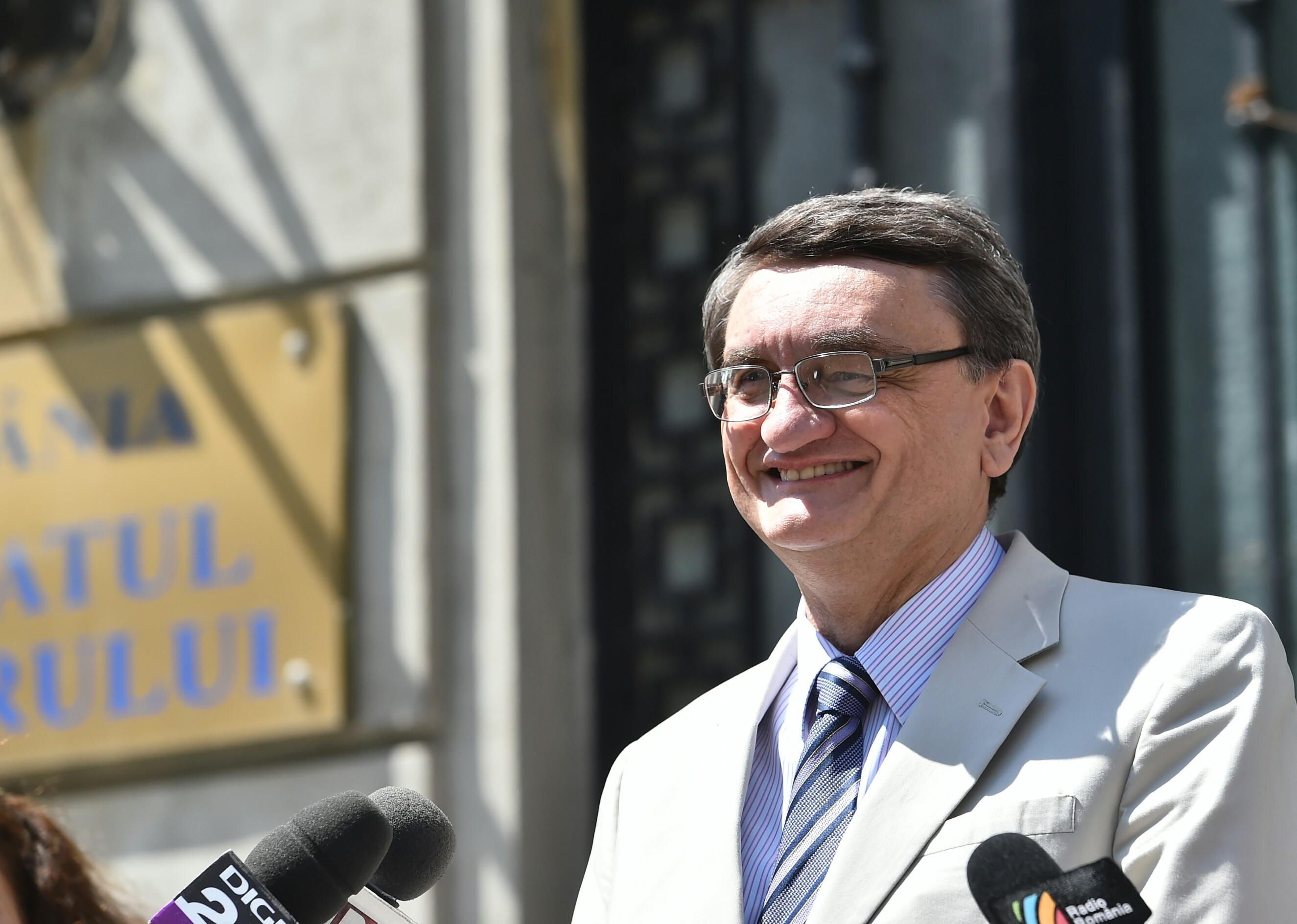 Victor Ciorbea cere CSM și ÎCCJ informații despre completurile de trei judecători