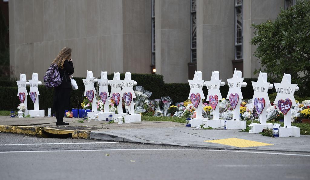 Autorul atacului din Pittsburgh în care au murit 11 oameni s-a dus la tribunal în scaun cu rotile
