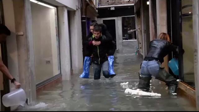 Europa, afectată de ploi torențiale și ninsori. 10 persoane moarte în Italia