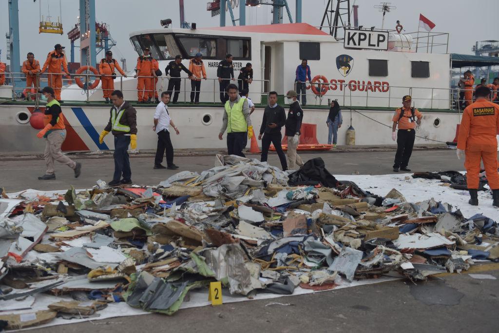 Fuzelajul avionului prăbuşit în Indonezia, localizat. Directorul tehnic al Lion Air, demis