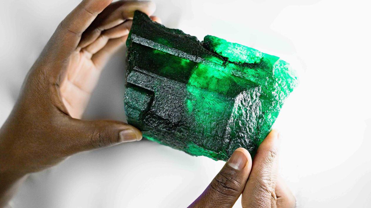 Un smarald rar de peste un kilogram, descoperit în Zambia. Când va fi licitat