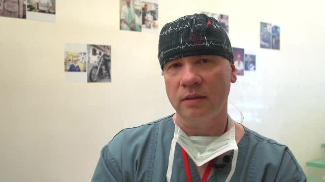 Medicul anestezist care ajută copiii cu malformații cardiace. În operații ascultă rock sau jazz