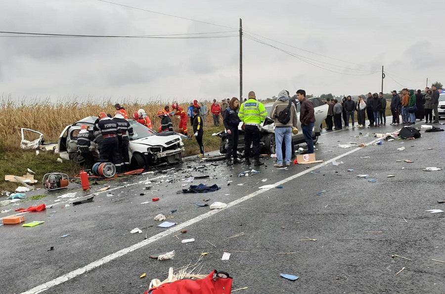 Patru morți și doi răniți după ce un Opel a fost spulberat de un SUV Jaguar, în Iași. VIDEO
