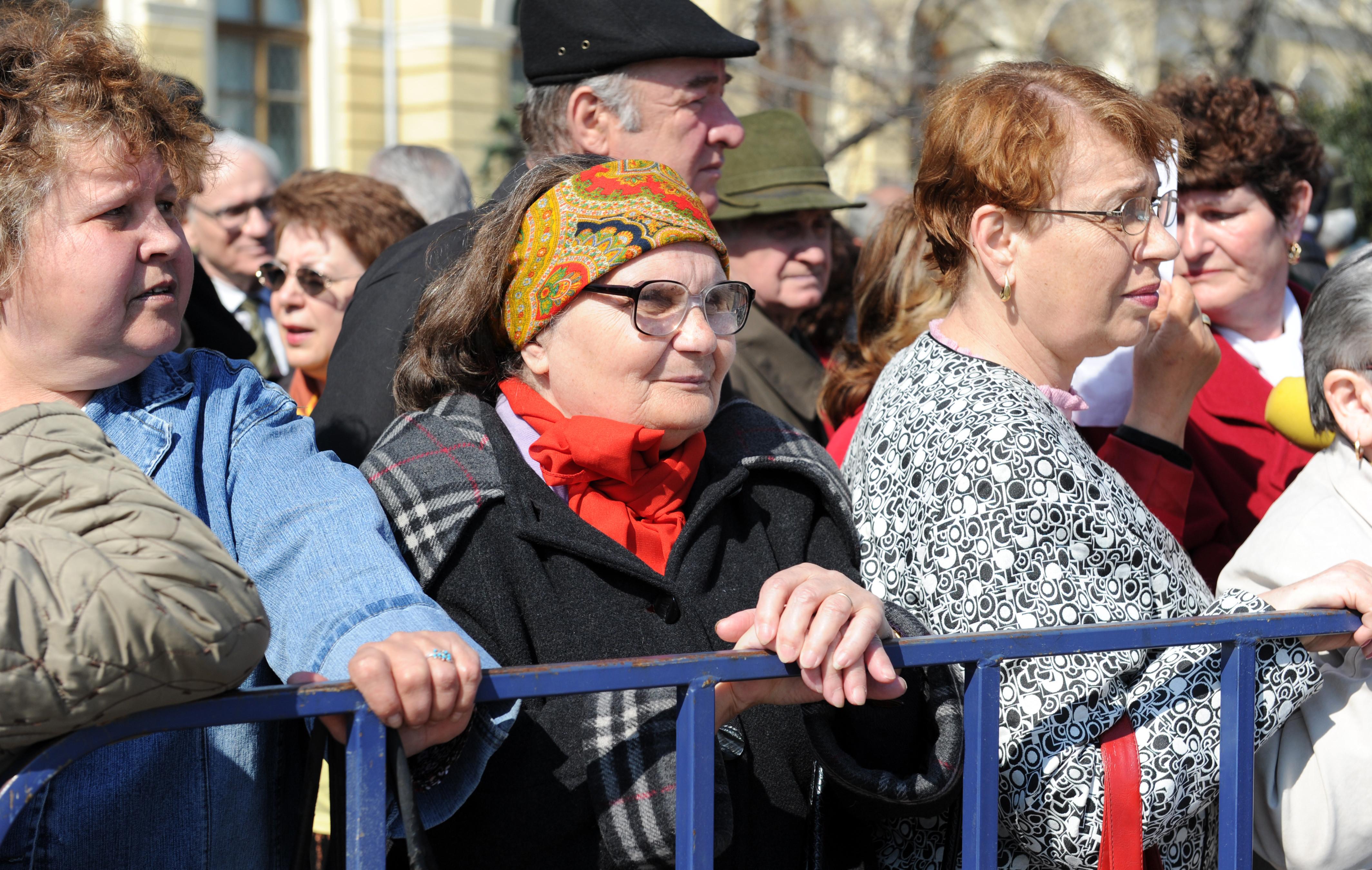 Pensia şi salariul nu vor mai putea fi cumulate la stat. Care sunt excepţiile