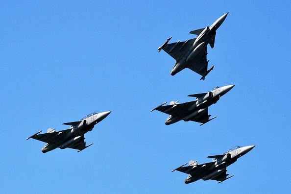 Aeronavă de pasageri britanică, interceptată de avioane militare în Ungaria
