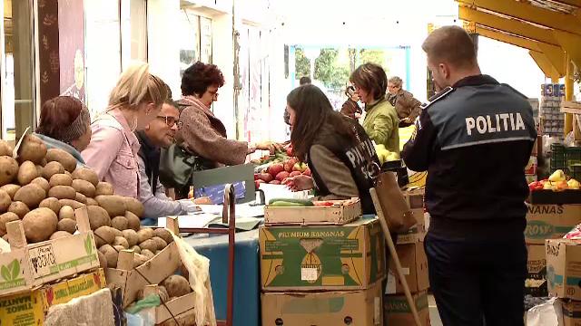 """Comercianții din Brașov au fugit de la tarabe când au văzut Poliția. """"M-au cam speriat"""""""