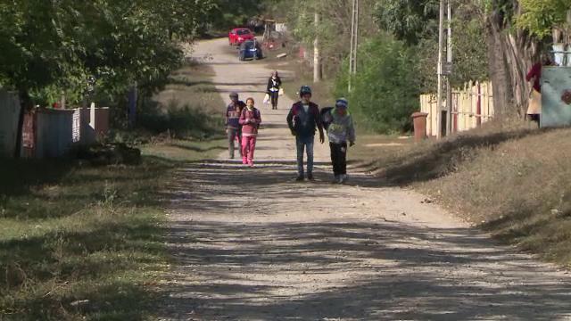 Românii şi bulgarii, cei mai supuşi riscului de sărăcie şi excluziune socială din UE