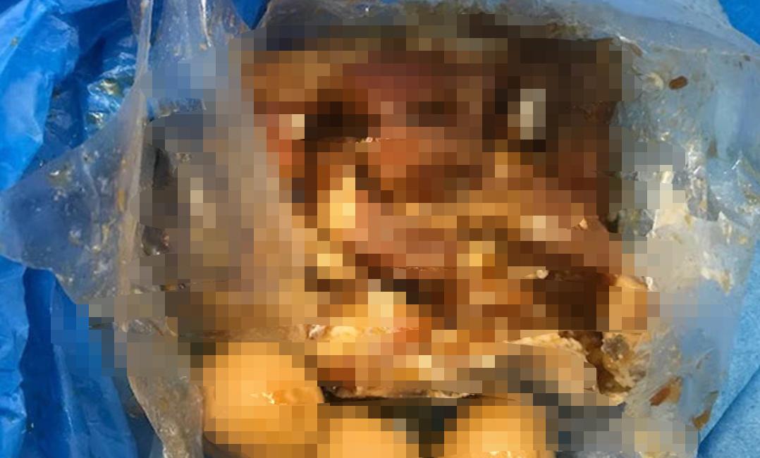 Turistă expulzată din cauză că avea mâncare din carne de porc în bagaje