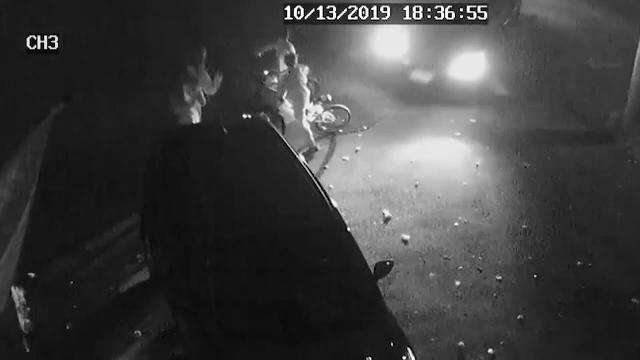 Momentul tulburător în care patru copii pe biciclete sunt loviți de o mașină. Gestul șoferului