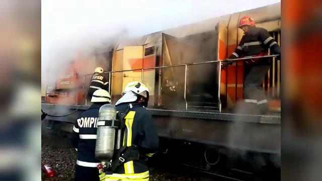 Clipe de teroare pentru pasagerii unui tren. Locomotiva a luat foc, în gara din Cluj