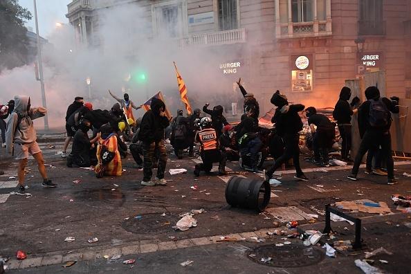 În Catalonia au avut loc cele mai violente proteste din ultimul deceniu: peste 200 de răniți
