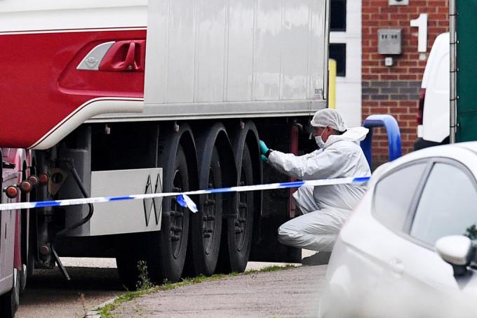 Cazul celor 39 de morti gasiti in camion. Soferul ar fi lesinat cand a vazut cadavrele