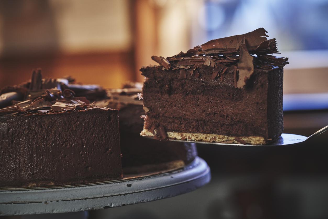 Mai multe persoane, spitalizate după ce au mâncat tort la o petrecere. Ce substanță conținea