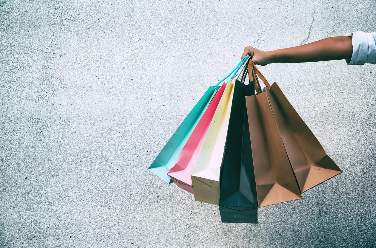Reguli pentru shopping online. Sfaturile ANPC pentru a beneficia de reducerile Black Friday