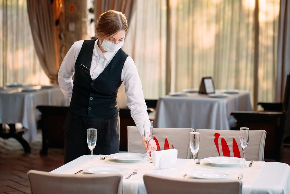 Restricții Covid-19. Programul restaurantelor, prelungit cu 2 ore, pentru nunți și botezuri