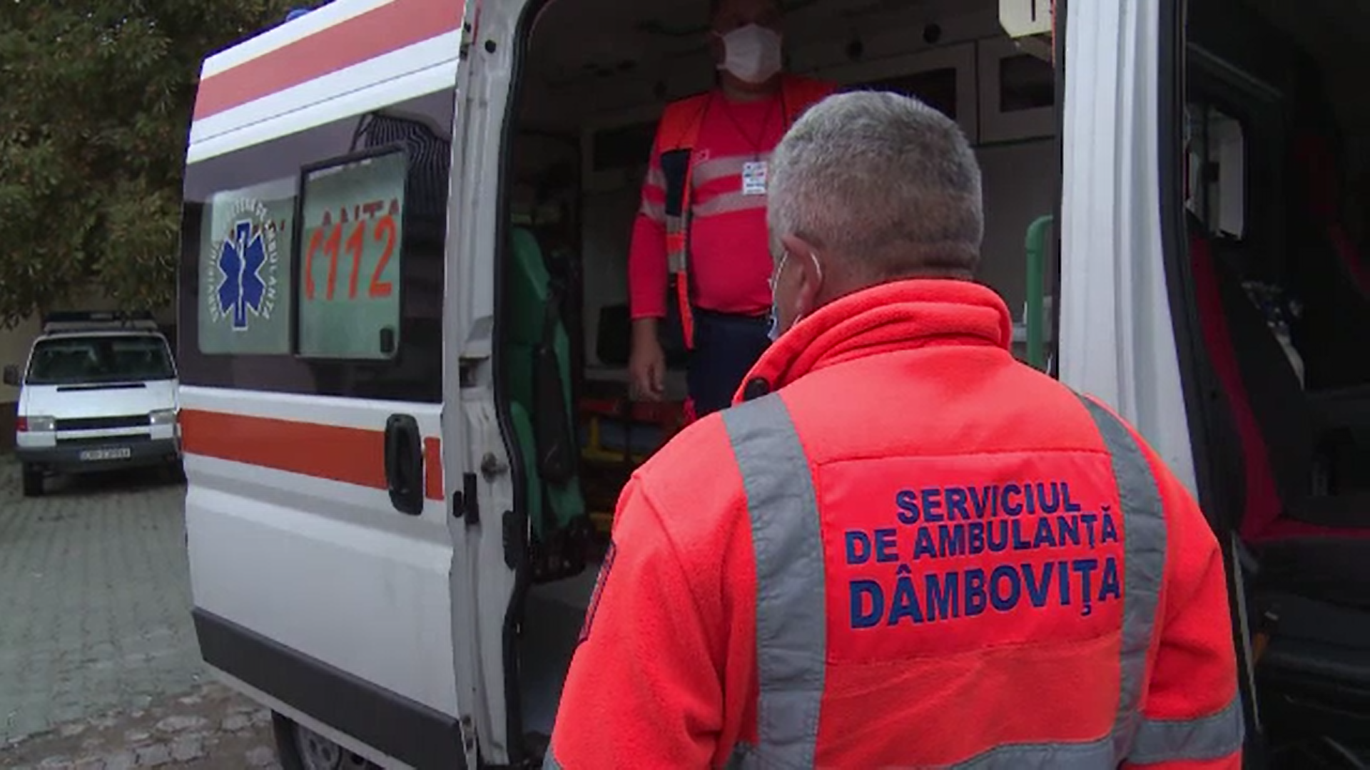 Un asistent medical și colegul său au fost agresați de rudele unei paciente în Dâmbovița