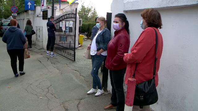 Cozi uriașe la Spitalul de Boli Infecțioase din Iași. Bolnavii de Covid-19, ținuți la poartă