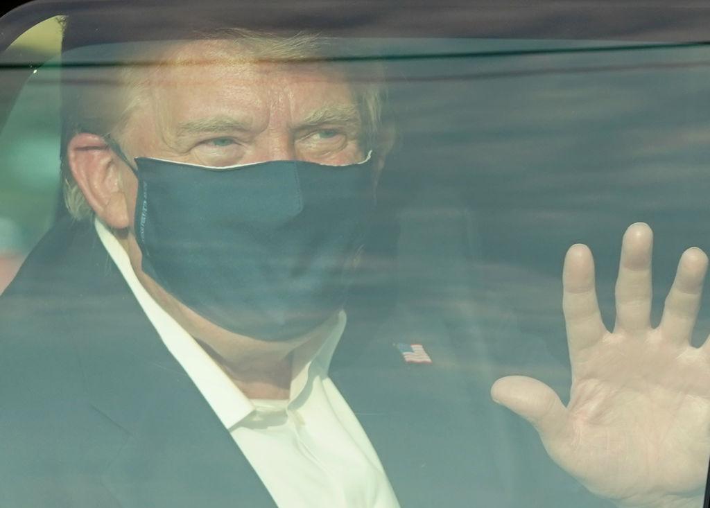 """VIDEO. Trump a părăsit spitalul în care este tratat de COVID-19, pentru a-și saluta fanii: """"Mi-aș da viața pentru el"""""""