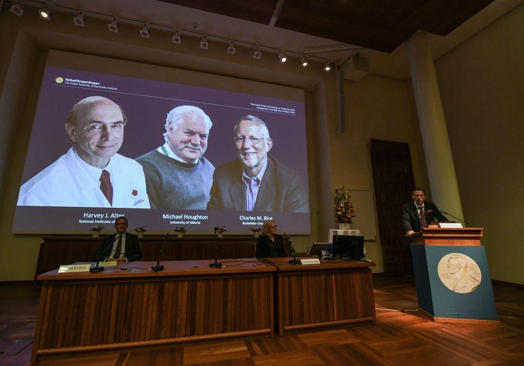 Harvey Alter, Michael Houghton şi Charles Rice, laureaţii premiului Nobel pentru Medicină