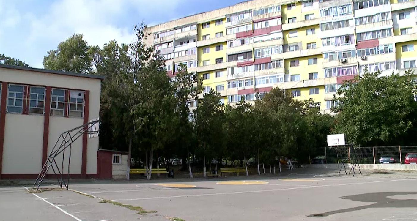 Scandalul copiilor amendați de la școala din Constanța capătă proporții. Ce decizie a luat directorul