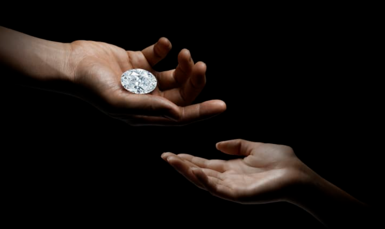 Un diamant de 102 carate s-a vândut cu peste 15 milioane de dolari. De la cât a început licitația