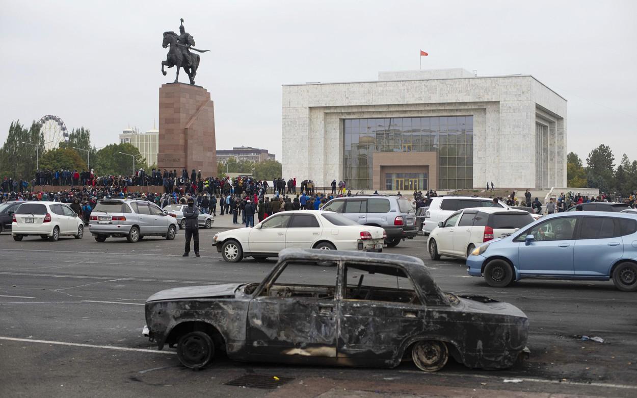 Stare de urgenţă în Kârgâzstan. Preşedintele a trimis armata pe străzile din capitală