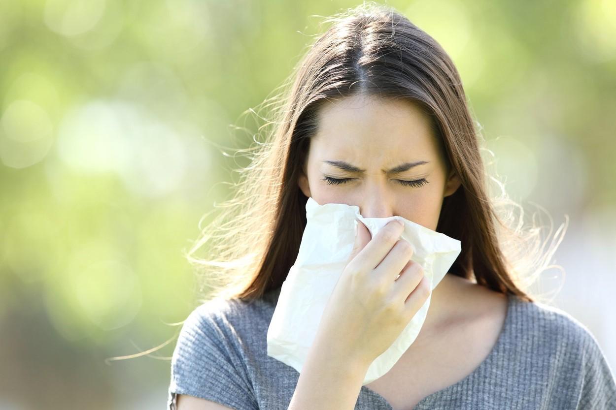 Cum scapi de alergia la ambrozie. Soluția simplă propusă de medici