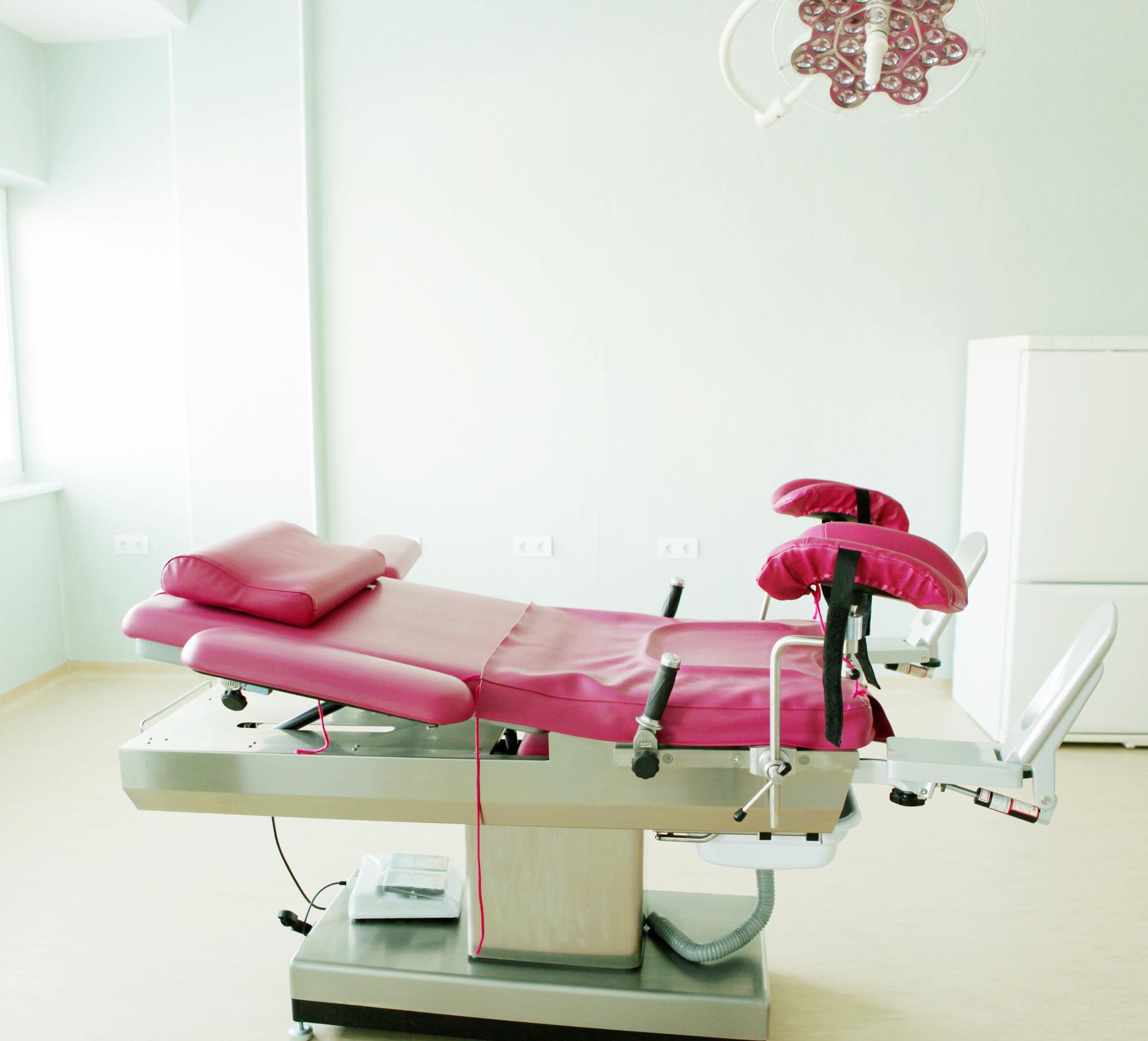 Zeci de fetuși avortați au fost îngropați sub cruci fără ca mamele lor să știe. Cum s-a întâmplat