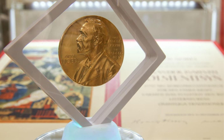 Cine ar putea lua Premiul Nobel pentru Literatură 2020. Ce prezic casele de pariuri şi criticii literari