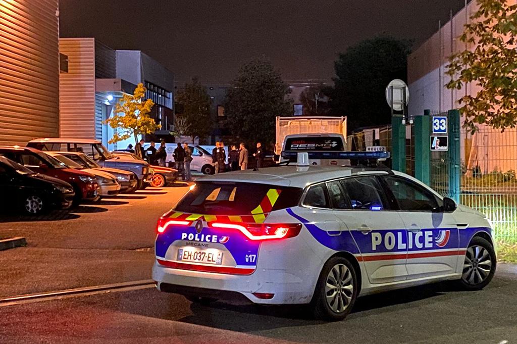 """VIDEO: Doi poliţişti francezi, atacați și împușcați cu propriile arme. """"O violență de necrezut"""""""