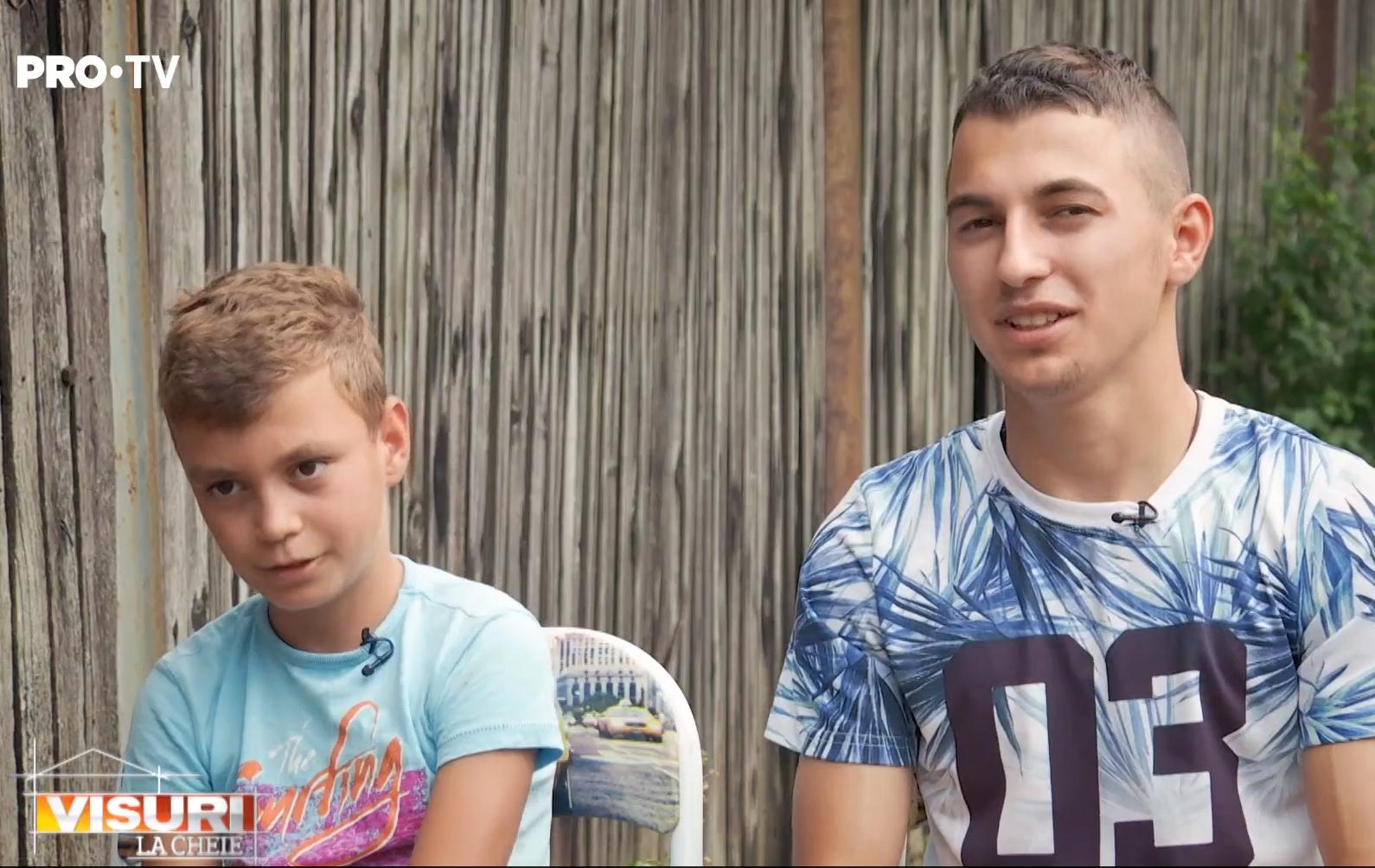 """Povestea fraților care au rămas fără tată, iar mama i-a părăsit. Au primit o casă nouă de la """"Visuri la cheie"""""""