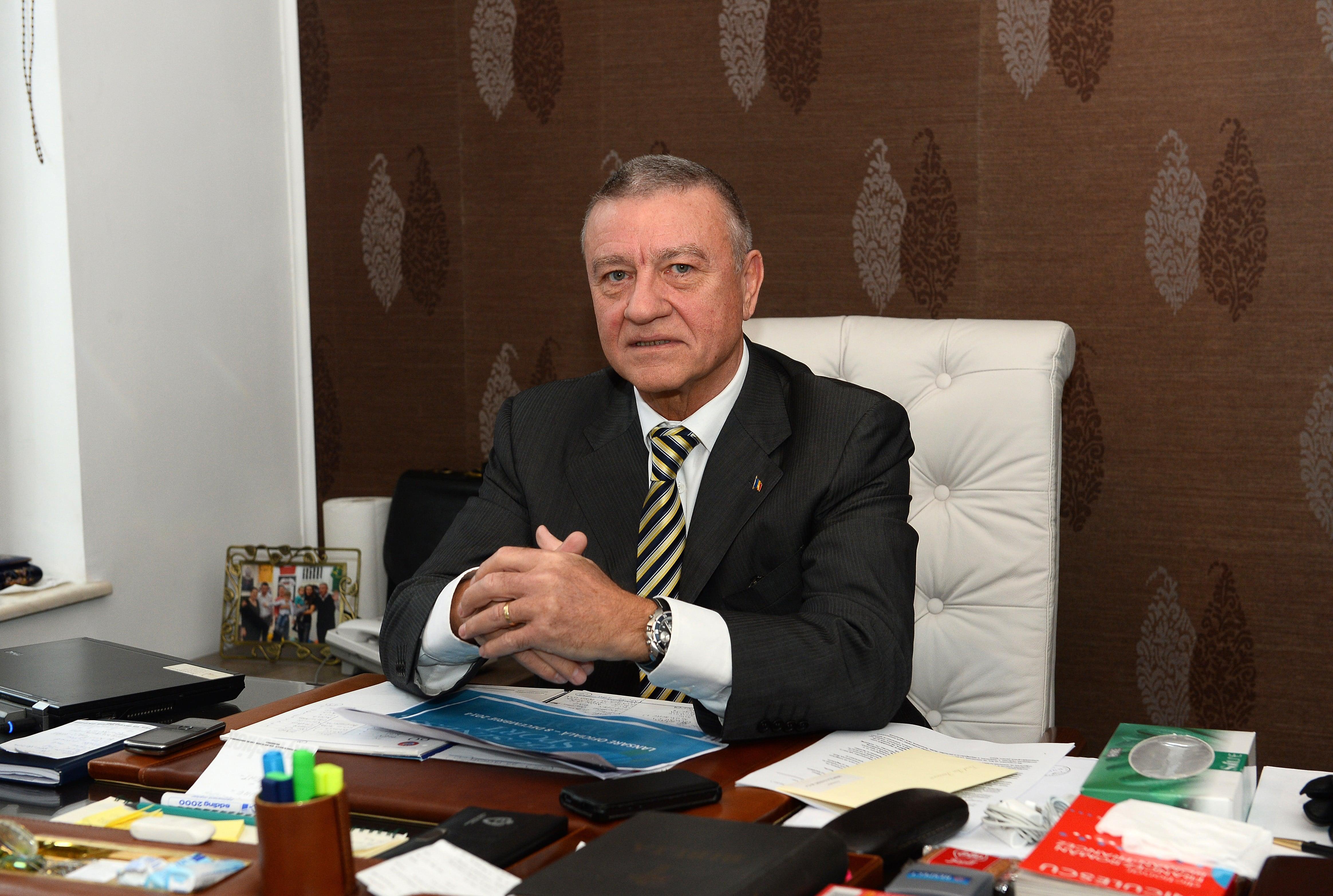 Fostul președinte FRF, Mircea Sandu, și soția sa au fost achitați de Tribunalul București