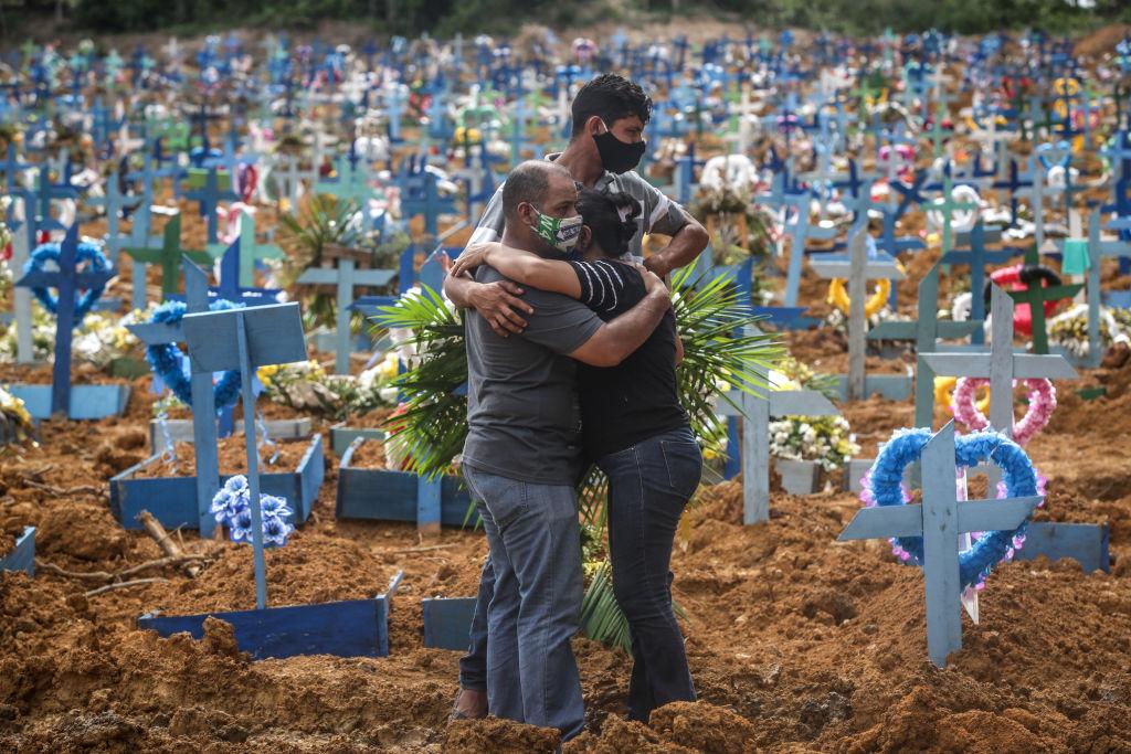 Un nou record de decese cauzate de Covid-19 în Brazilia, de la începutul pandemiei. Reacția președintelui Bolsonaro