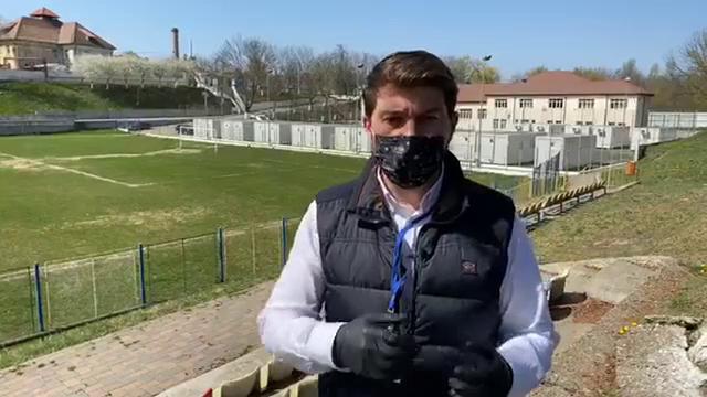 """Un spital Covid de milioane de euro stă nefolosit și e distrus de ploi, la Bacău: """"Pe românește, se dezumflă"""""""
