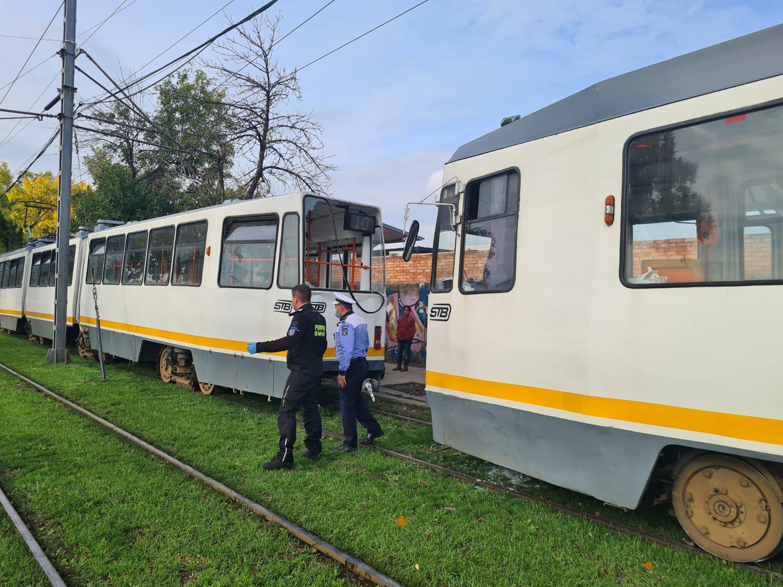 Două tramvaie aflate pe același sens de deplasare s-au ciocnit pe Șoseaua Progresului. Câte persoane au fost rănite