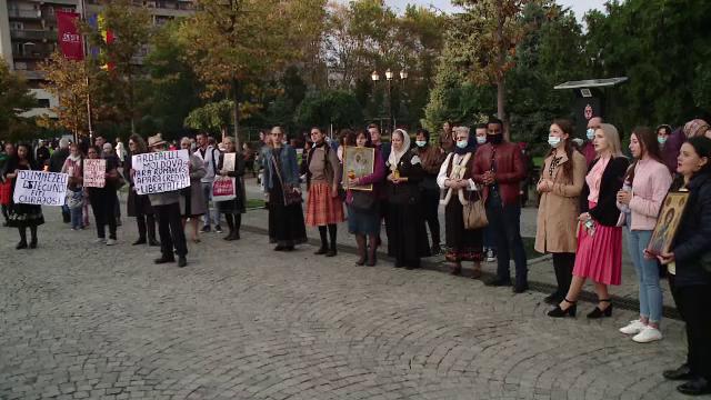 Sute de persoane au protestat, după interzicerea pelerinajului de Sf. Parascheva. Câți dintre ei au purtat mască