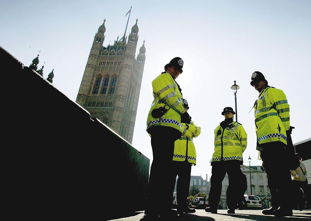O româncă a spus că nu știa că furtul e infracţiune, după ce a fost prinsă cu parfumuri de 4.000 de euro, în Anglia