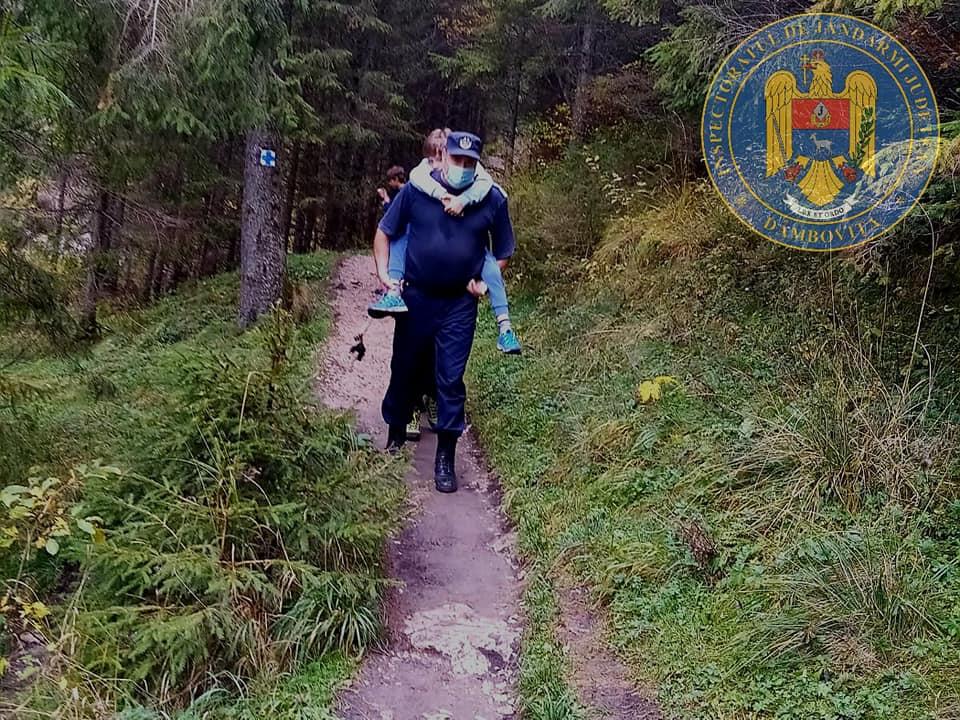 Copil de 9 ani accidentat în Munţii Bucegi, cărat în spate de jandarmi un kilometru