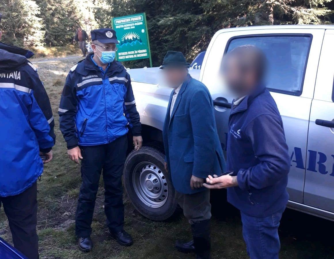 Un bătrân dispărut a fost găsit de jandarmi în munți. Cum a supraviețuit peste noapte