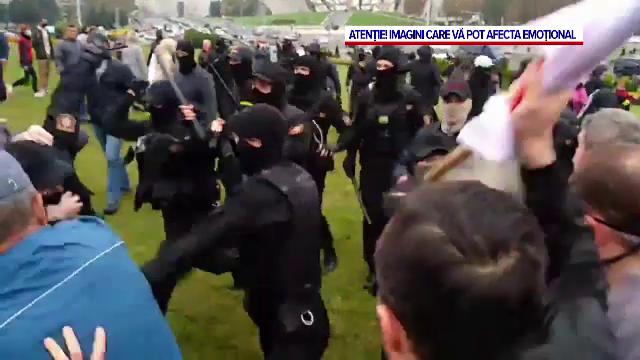 Arestări brutale în timpul protestelor din Belarus. Poliția a intervenit cu grenade și gaze lacrimogene