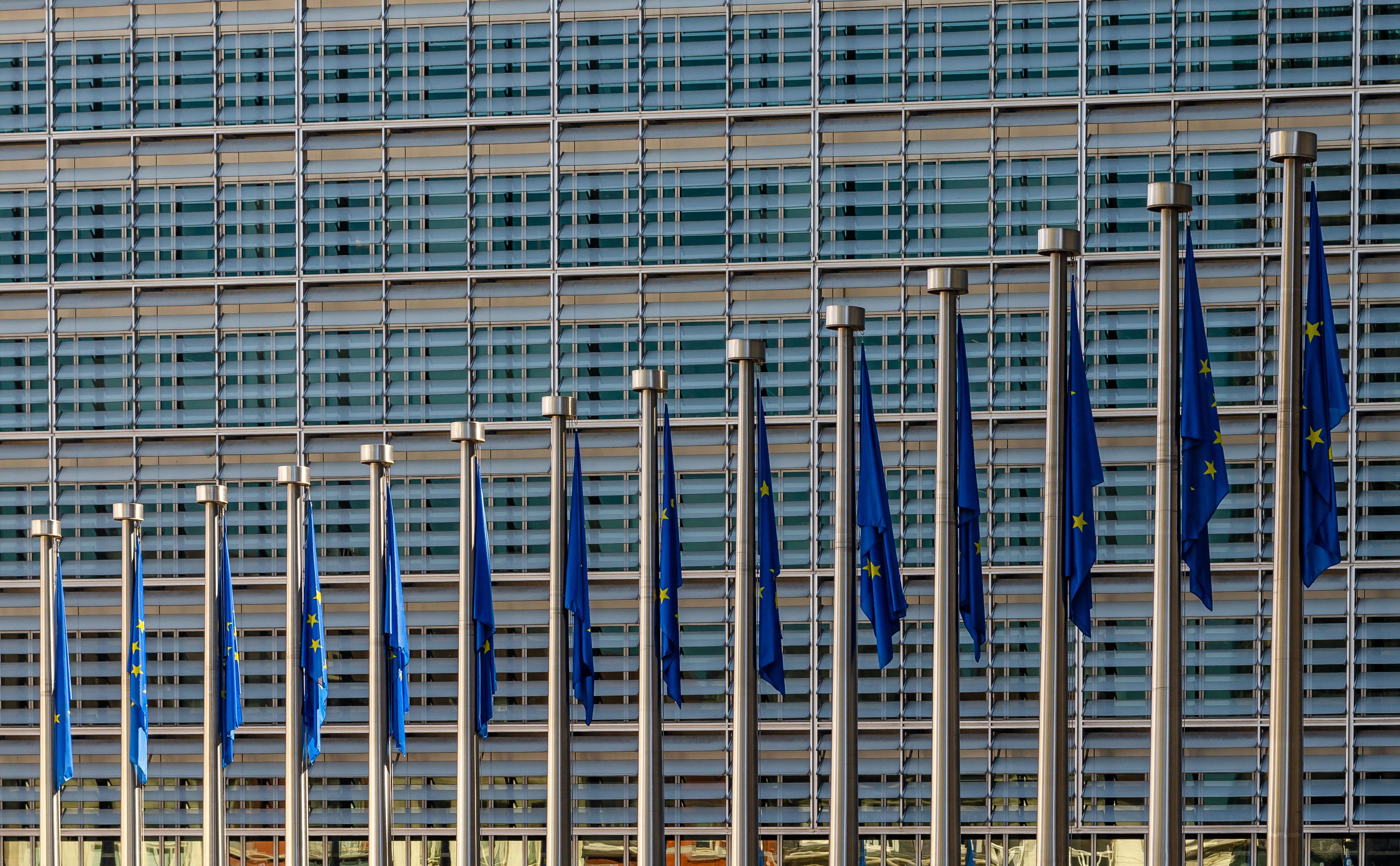Gafă de proporții a UE: birocrații nu au cenzurat bine informațiile confidențiale din contractul cu AstraZeneca